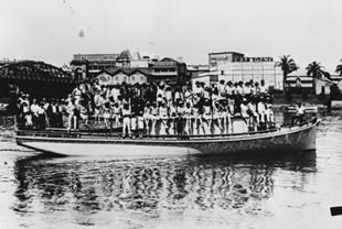 Crowded boat travelling on the river with the Cremorne Theatre in the background, Brisbane, ca. 1928